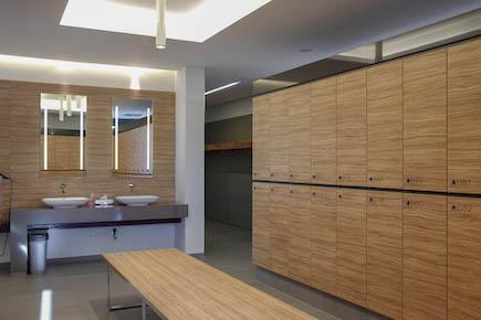 Schränke und Waschtische für Umkleideräume in Sport-, Fitness- und Wellnessstudios